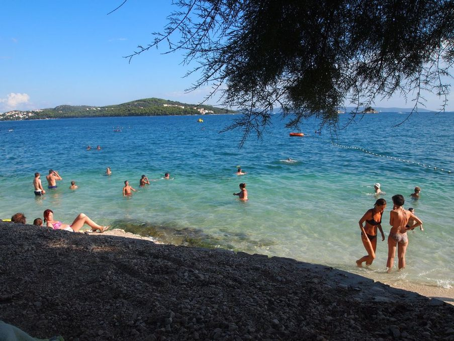 La plage de Trogir - Ici et la en famille